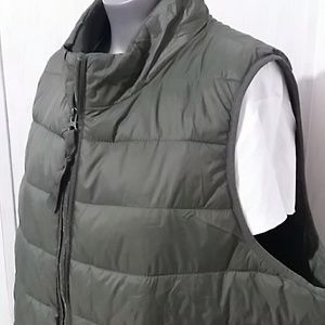 Xersion Jackets & Coats - Xersion puffer packable camo/dark green vest